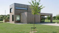 """Karroo en Wouter wonen in strakke houtskeletbouw: """"Helemaal op maat van onze gewoontes"""""""