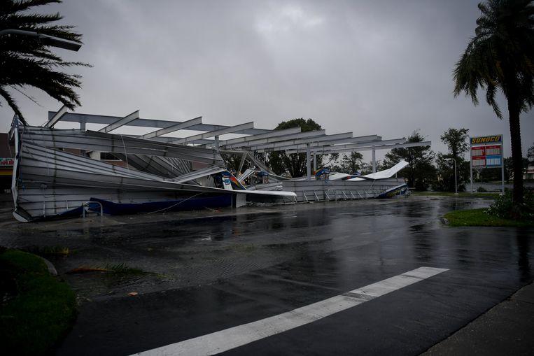 Een ingestort tankstation in Bonita Springs, Florida. Beeld reuters