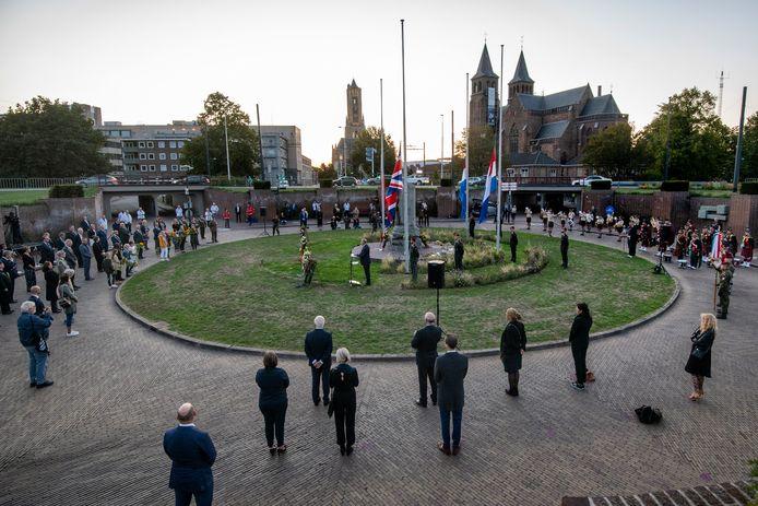 Airborne Herdenking op het Airborneplein; geen veteranen, geen publiek. Een desolate sfeer.