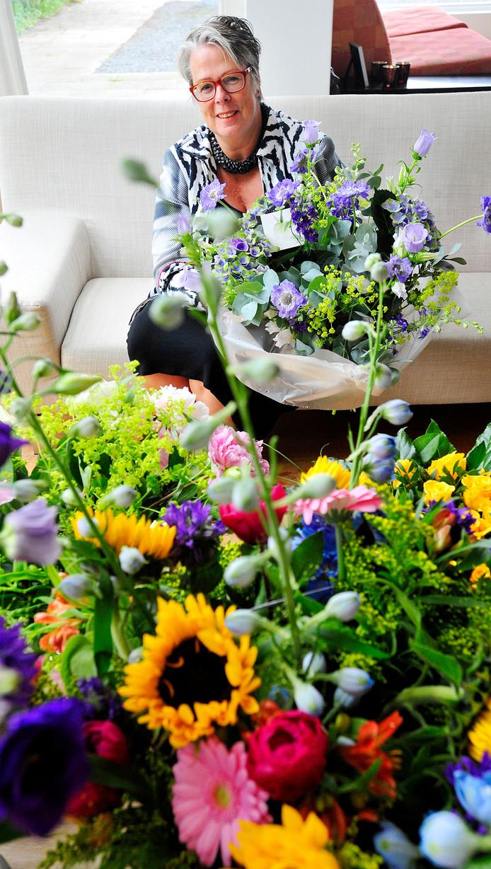 Jeannette Zwijnenbrug werd thuis in Woudrichem onder bloemen bedolven toen ze in 2013 te horen kreeg dat de gemeenteraad van Haaren haar als burgemeester zag zitten.
