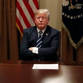 Trump zegt dat hij een woord vergat en probeert vergeefs de betekenis van zijn opmerking om te keren