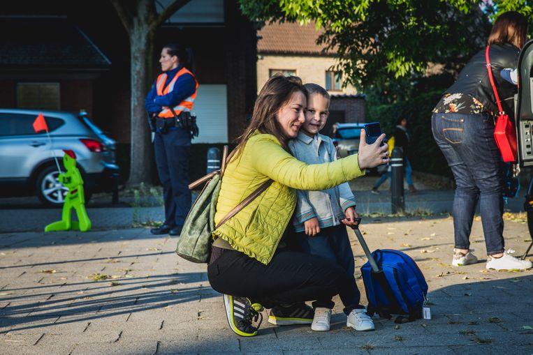 Nog snel een selfie nemen voor de start van de eerste schooldag.