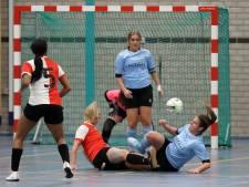 Zaalvoetbalvrouwen Feyenoord paar maten te groot voor ZVG: 'Oh, wat waren wij slecht'