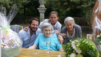 """Margareta viert 108ste verjaardag in rusthuis met glaasje champagne: """"Mijn geheim? Mannen"""""""