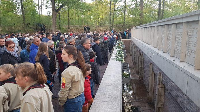 Honderden mensen toonden in Vught hun respect naar de overledenen