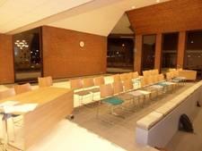 Raad Woudrichem vergadert in uitgeklede raadszaal