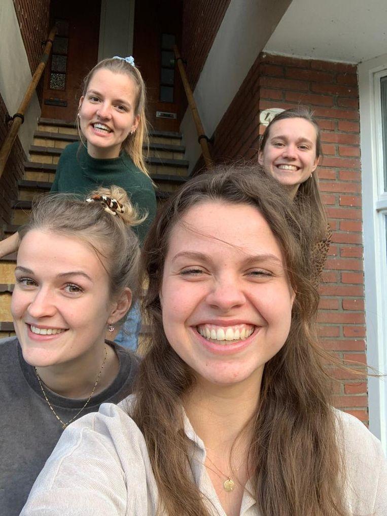 Selfie van Hannah Vijverberg (vooraan) met haar vriendinnen Rianne, Manon en Isa. Beeld Hannah Vijverberg