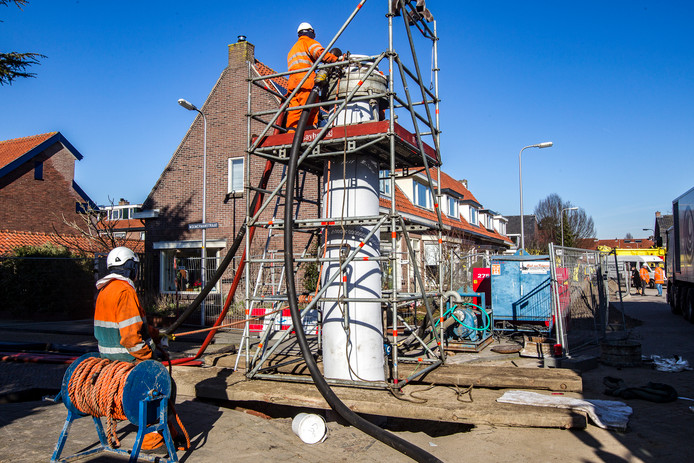 Reliningswerkzaamheden aan het riool in Deventer, begin vorig jaar. Bij deze werkzaamheden kwam styreen vrij, waardoor omwonenden in naastgelegen straten ziek werden.