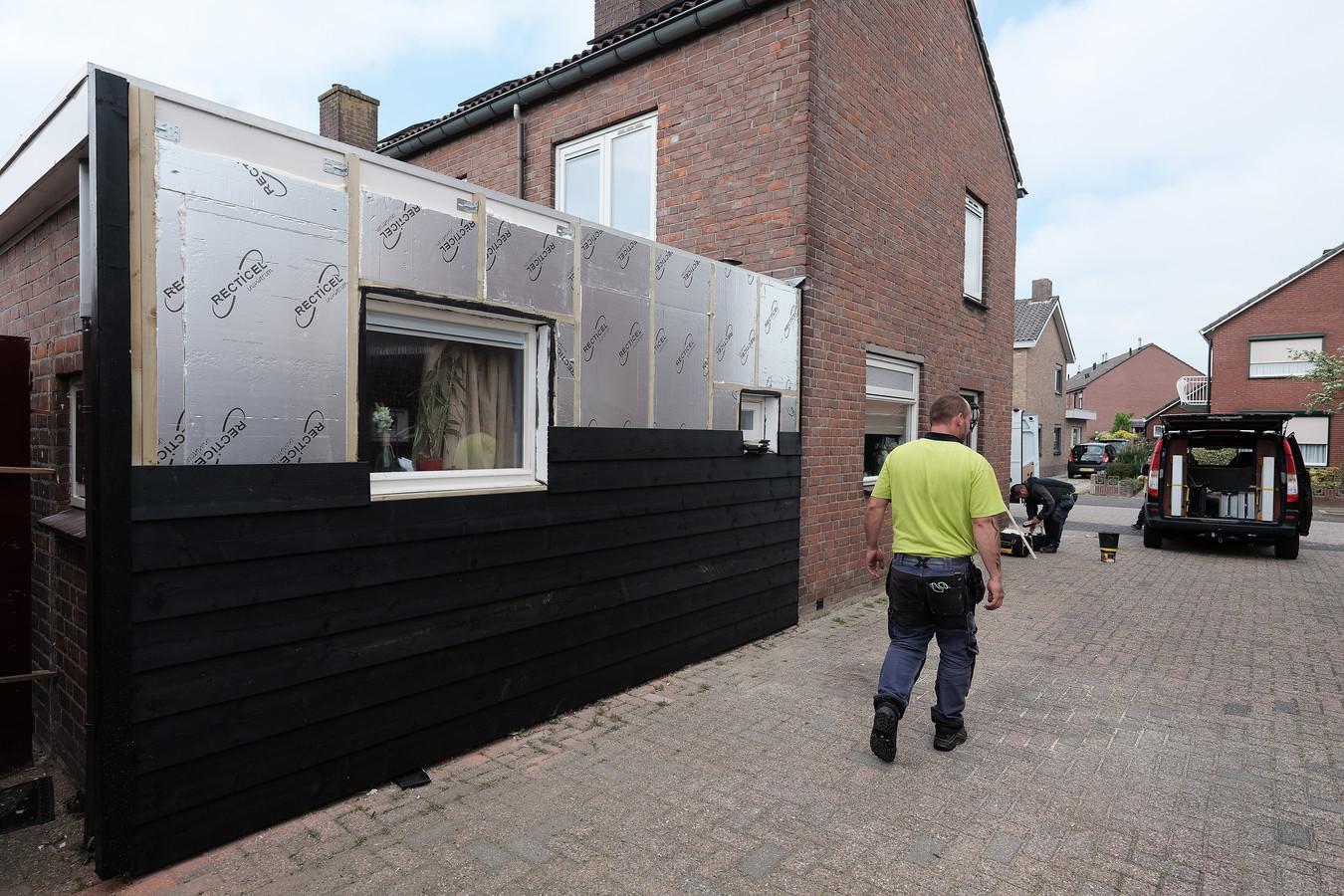 Isolatie van woningen aan de Liemersweg in Nieuw-Dijk.