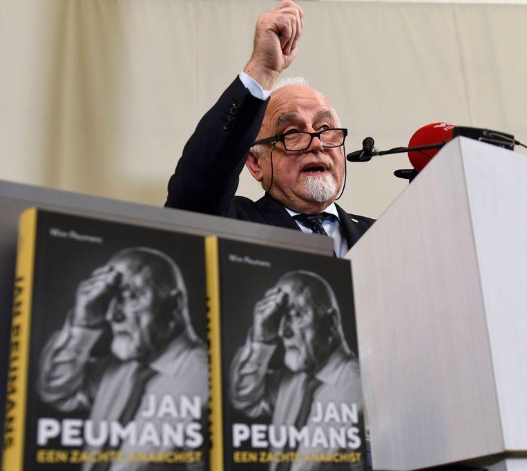 Morgennamiddag komt voormalig parlementsvoorzitter Jan Peumans zijn boek 'Een zachte anarchist' voorstellen.