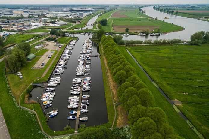 De nieuw aan te leggen containerhaven in Waalwijk komt op de plek van de jachthaven achter bedrijventerrein Haven Acht.