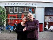 Danielle en Timothy dienen voorstel in voor een theater en restaurant in de Berckepoort