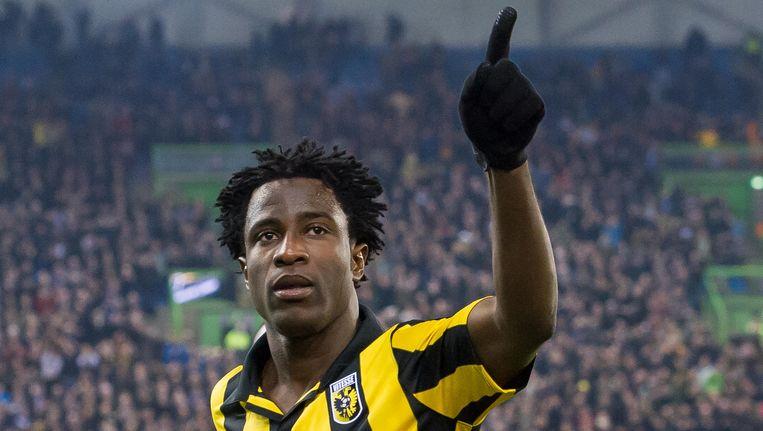 Wilfried Bony juicht na de 1-0 tegen PEC Zwolle. Beeld anp