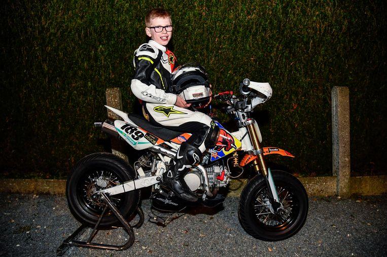 Owen (9) op zijn motor.