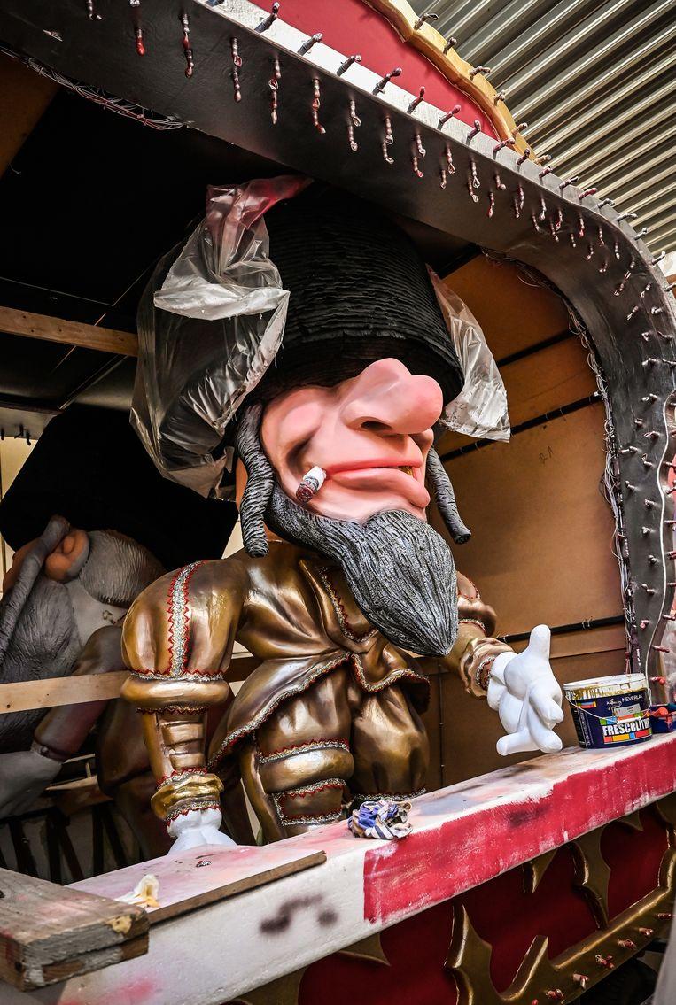 Beeld van gisteren: de laatste voorbereidingen voor Aalst Carnaval  in de carnavalshallen in Aalst.