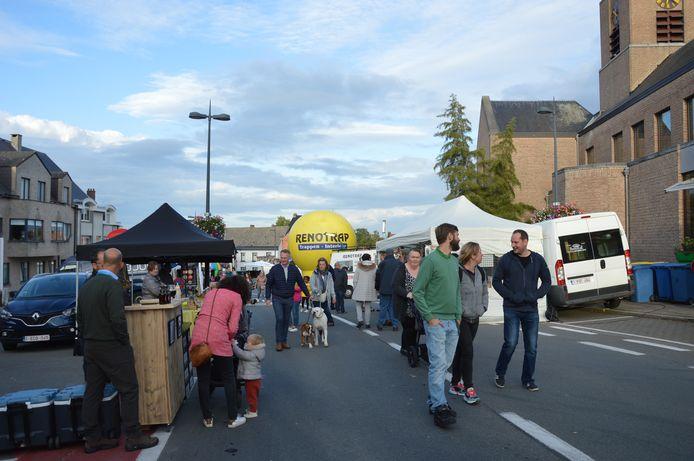 De avondmarkt in Kerksken ging van start onder een aangenaam herfstzonnetje.