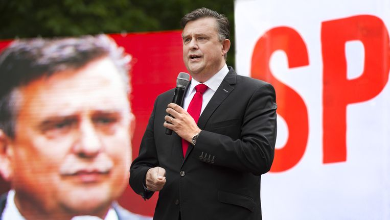SP-leider Emile Roemer spreekt de leden toe op de familiedag van de partij in Burgers Zoo. Beeld anp