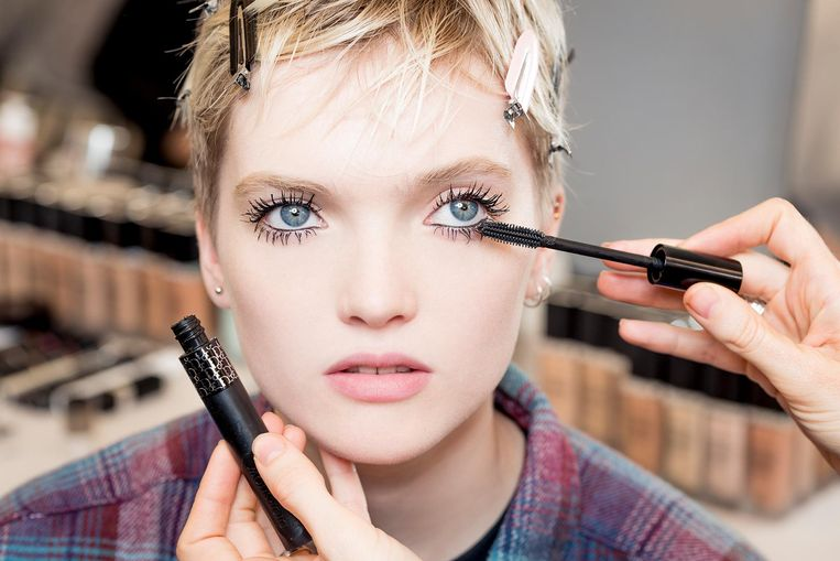 Spring-Summer 2018 Ready-to-Wear Dior Show Backstage Dior Make-up created and styled by par Peter Philips