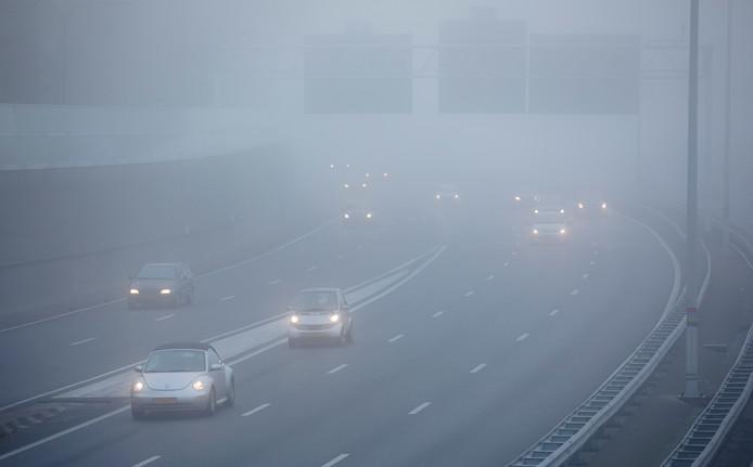 Dichte mist bij de Utrechtsebaan in Den Haag