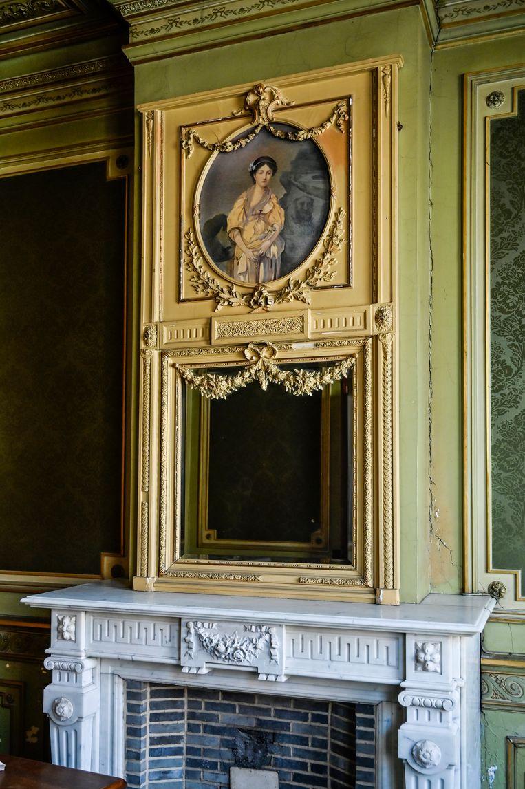 Wie het huis binnenwandelt, waant zich in een tijdcapsule. Zo goed is het interieur bewaard gebleven.