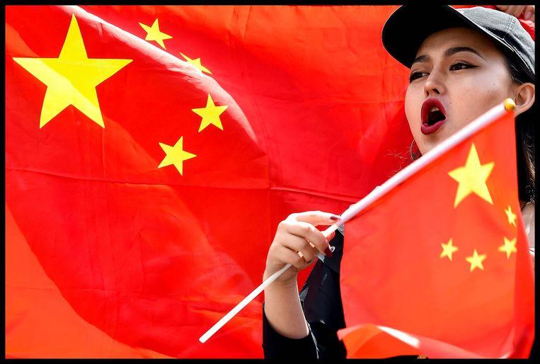 Een deelneemster aan de Chinese tegenbetoging in Londen.