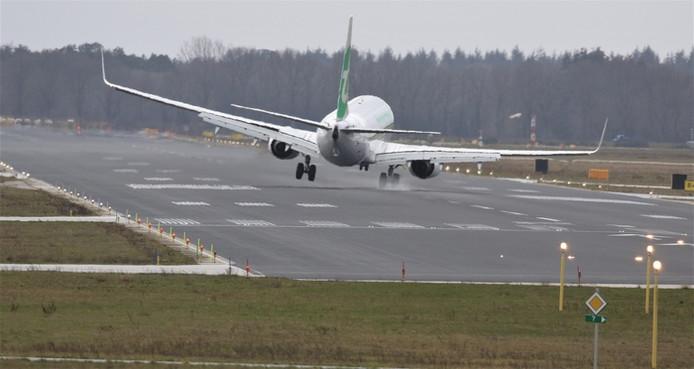 Crosswind landing op Eindhoven Airport tijdens forse dwarswind (11 maart 2019, lezersfoto).