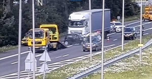 Rijstrook op A325 richting Nijmegen dicht na ongeluk bij Elden.