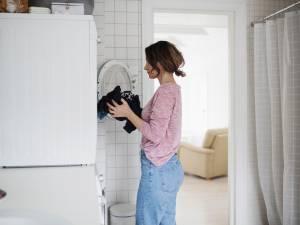 Au sein du couple, la lessive reste une corvée féminine