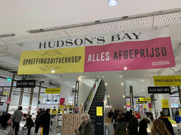 Hudson's Bay vestiging in Den Haag in het weekeinde voor Kerstmis.