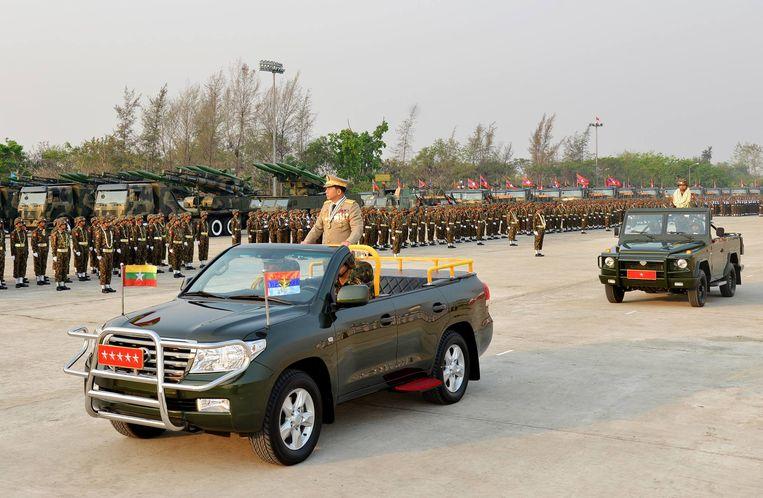 Parade van het leger op de Dag van de Strijdkrachten, 27 maart. Beeld De Burmese legerchef heet Min Aung Hlaing