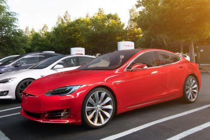 Binnenkort dagelijkse kost? Monsterfiles aan Tesla Superchargers