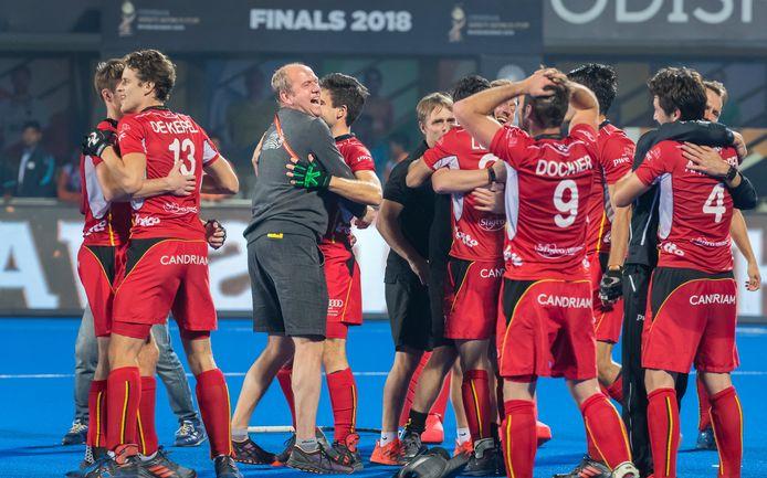 Michel van den Heuvel, assistent-coach van België, te midden van zijn spelers na het winnen van de wereldtitel eind 2018. Nederland wordt  in India na shoot-outs verslagen.