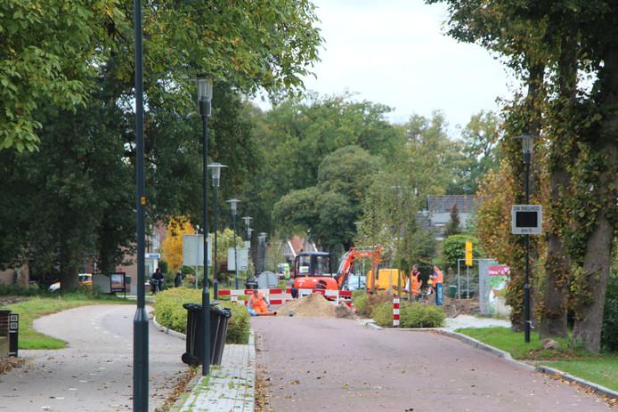 De Eibergseweg is 1 dag uit de roulatie voor grondwerk ten behoeve van het nieuwbouwplan op de hoek Eibergseweg-Het Kossink.