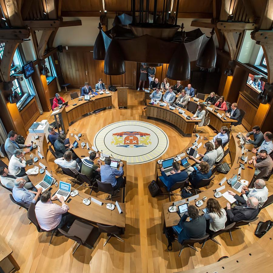 De Bredase gemeenteraad in vergadering