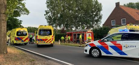 Ongeval met brommer en bestelbus op Rooiseweg in Schijndel: man zeer ernstig gewond