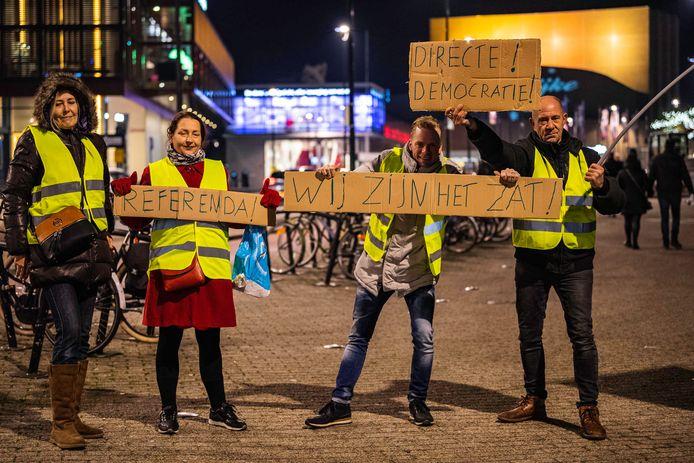 De vier mensen van de Gele Hesjes in Tilburg.