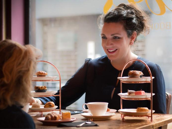 Eigenaar Elianne Alblas van Lewis Book Café.