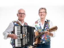 Tiz-Nix met Henk Ruiter en Erik Hulzebosch het theater in