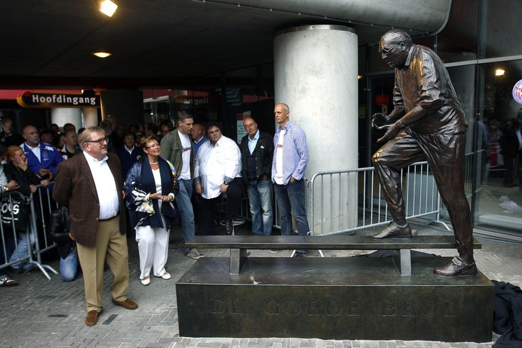 In 2011 werd een standbeeld van Haarms onthuld, vlak naast de hoofdingang van de Arena. Geld voor het beeld werd bij elkaar gebracht door supporters. Beeld proshots