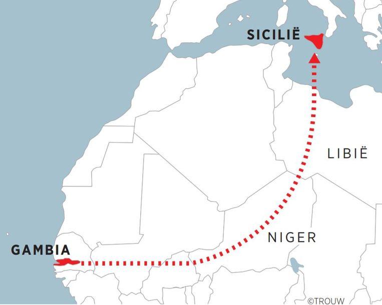 Gambia, vertrekken via de achterdeur. 04-07-2017 Beeld Brechtje Rood