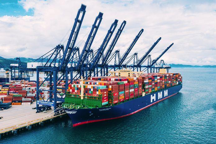 De HMM Algeciras, het grootste containerschip ter wereld van dit moment.