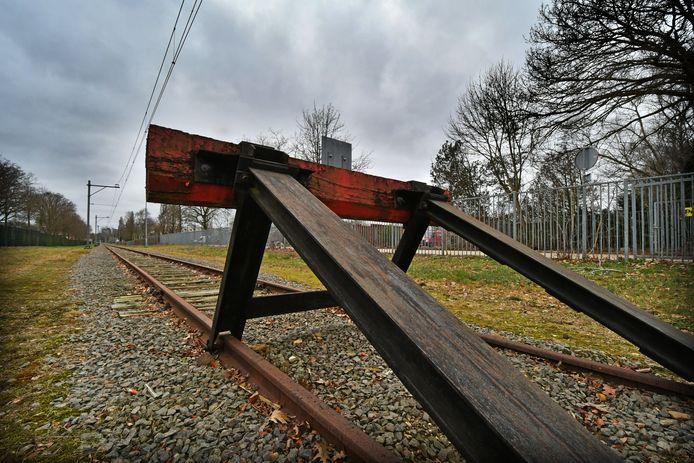 De roep om een Nedersaksenlijn wordt steeds luider. Nu stopt de spoorlijn op het ongebruikte rangeerterrein in Emmen.