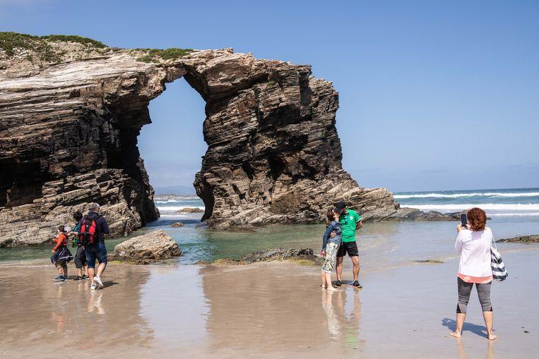 Tien kilometer naar het westen ligt de grote toeristische trekpleister van dit kustgebied: de Playa de As Catedrais, oftewel het Strand van de Kathedralen Beeld Cesar Dezfuli