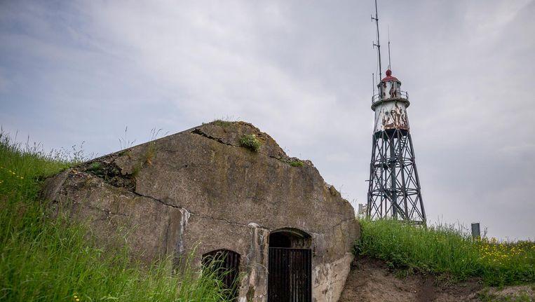 De vervallen vuurtoren op Vuurtoreneiland wordt mogelijk in ere hersteld. Brandend en wel Beeld Rink Hof