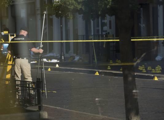 Agenten doen op 4 augustus onderzoek naar de schietpartij in Dayton, Ohio.