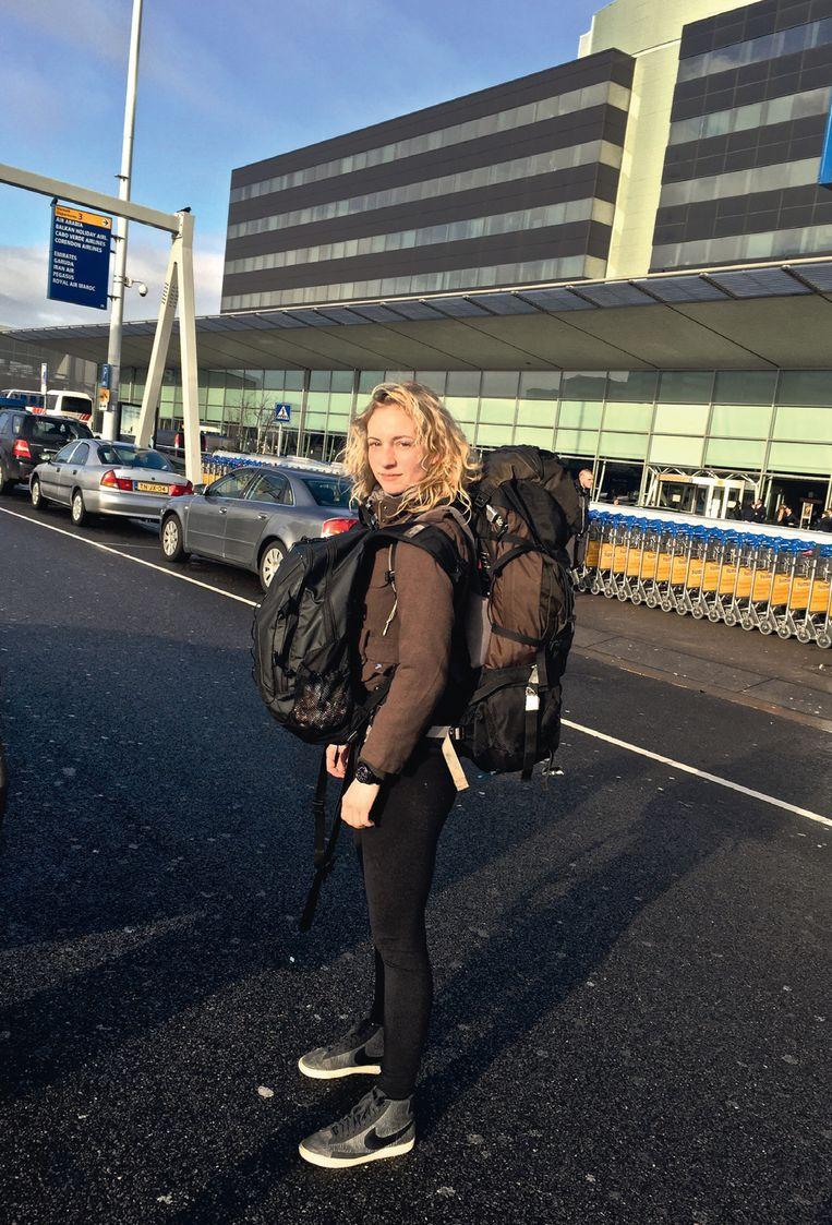 Iris Hannema op Schiphol. Beeld