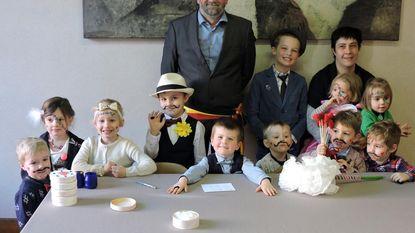 Kinderen trouwen in gemeentehuis