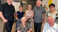 Pastoor Penne op bezoek op verjaardag 100-jarige Josee Wolfs