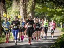 Nieuwe hoofdsponsor voor Halve Marathon Oldenzaal; schenking aan manege Boerskotten