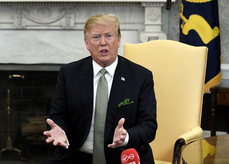 """Trump deed de uitspraken vandaag in het Witte Huis tijdens een bezoek van de Ierse premier Leo Varadkar, die verklaarde dat hij de brexit """"betreurt"""" en dat hij een andere kijk heeft dan de Amerikaanse president. Varadkar benadrukte de noodzaak om ervoor te zorgen dat het Ierse vredesproces niet aangetast wordt."""